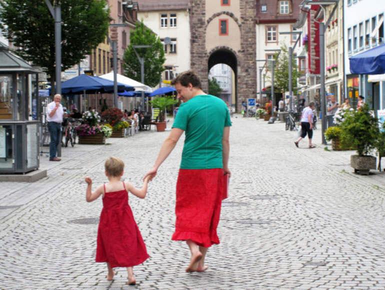 dad-in-skirt-37495-82565.jpg