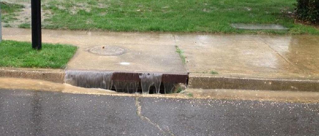 water-rushing-close