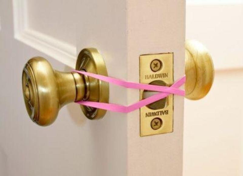 tie a rubber band around doorknob to keep door open