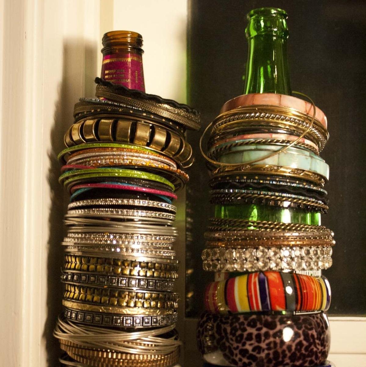 use an old bottle as a bracelet holder hack