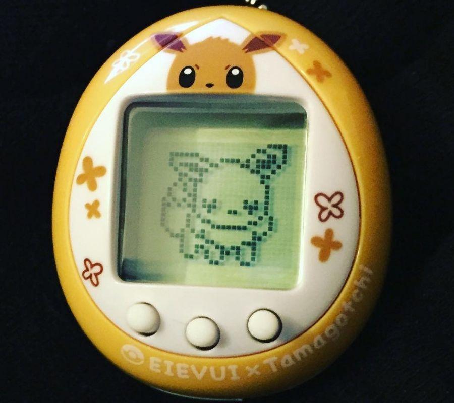 evee tamagotchi cute yellow videogame