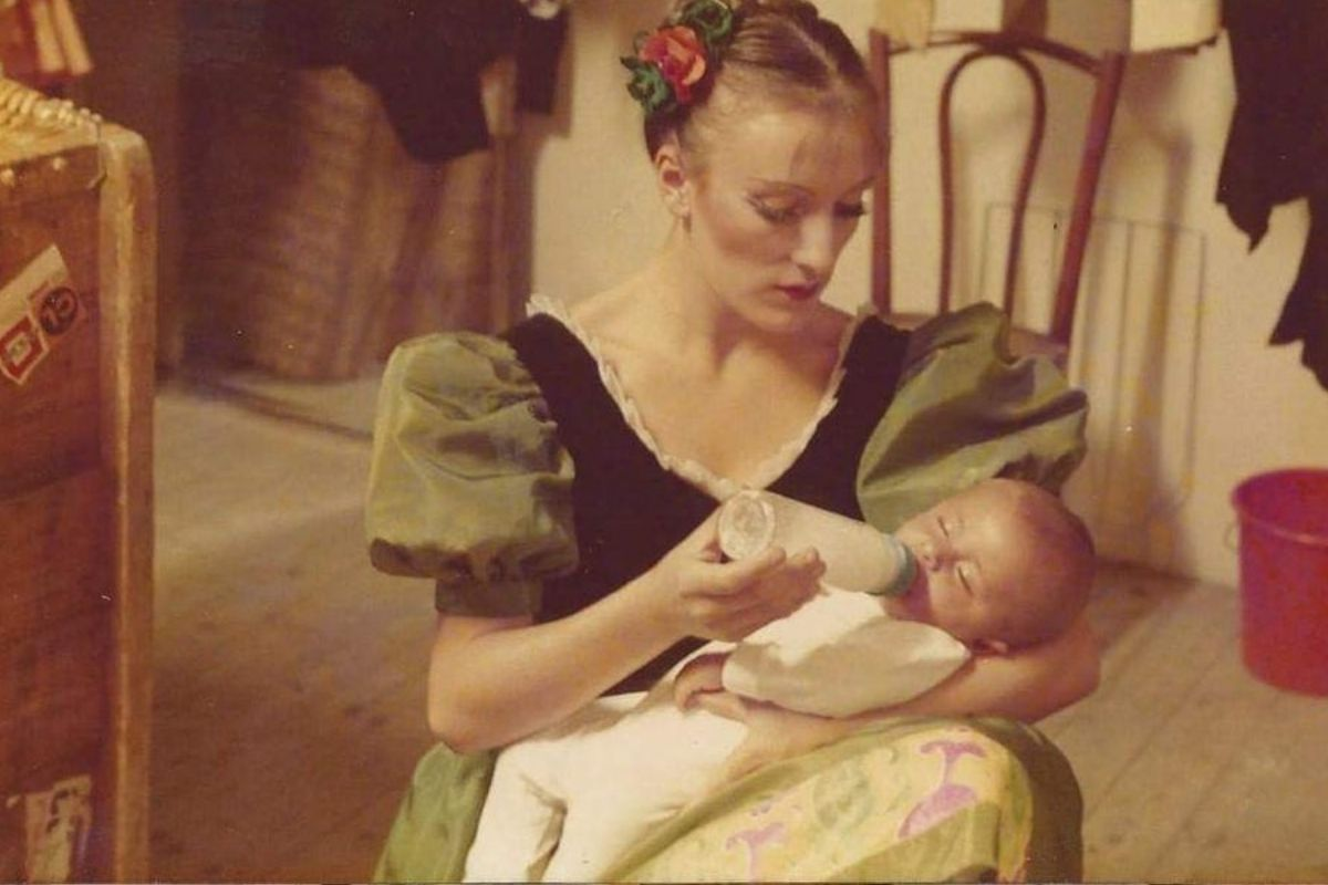 mom bottle feeding babies