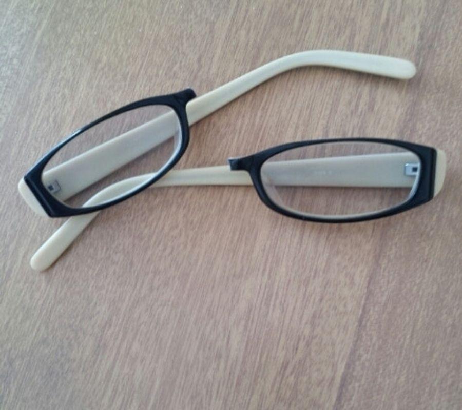 mother broken glasses