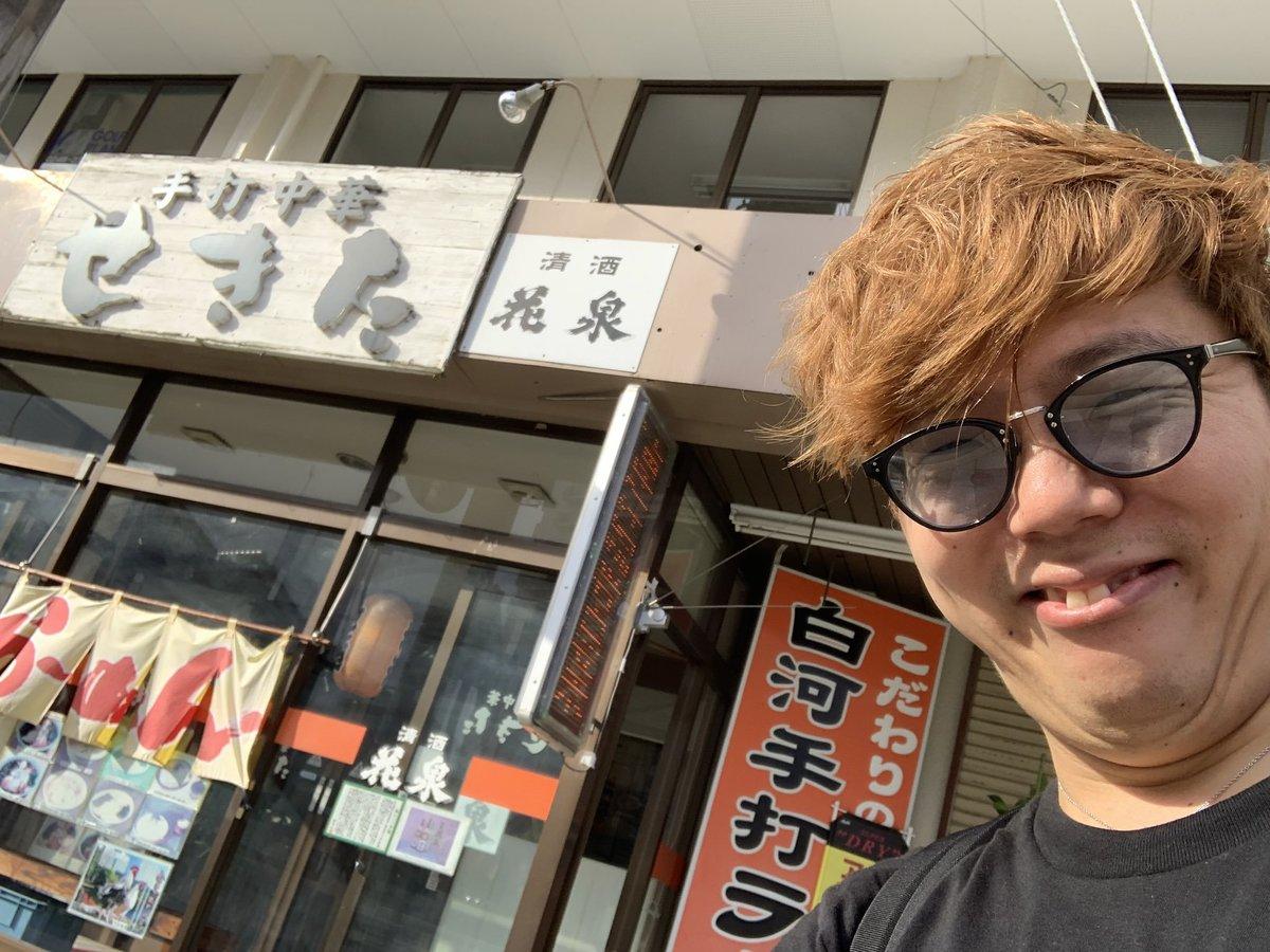 Hikakin_in front of ramen shop