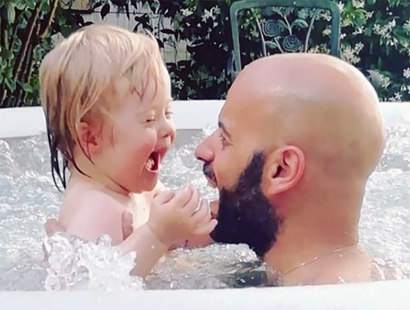Alba and Luca laugh at one another in the jacuzzi
