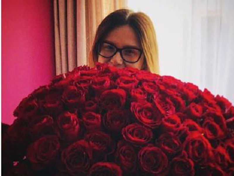 roses are in a ton