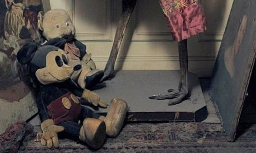 Vintage Mickey Mouse and Porky Pig dolls sits on the floor.
