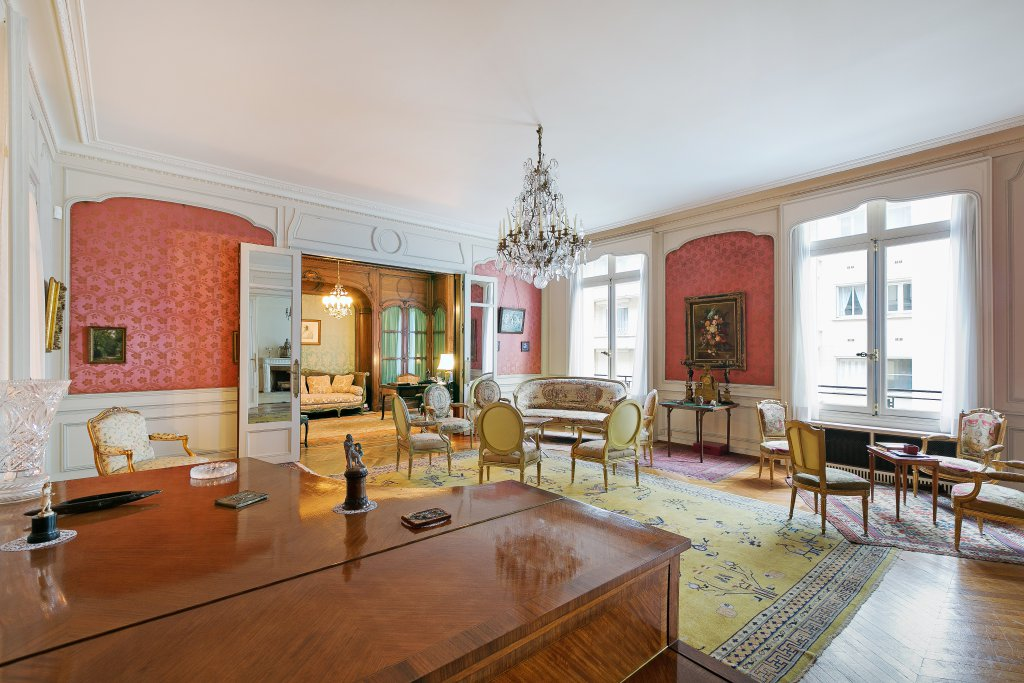a second photo of the listing shows a sitting area