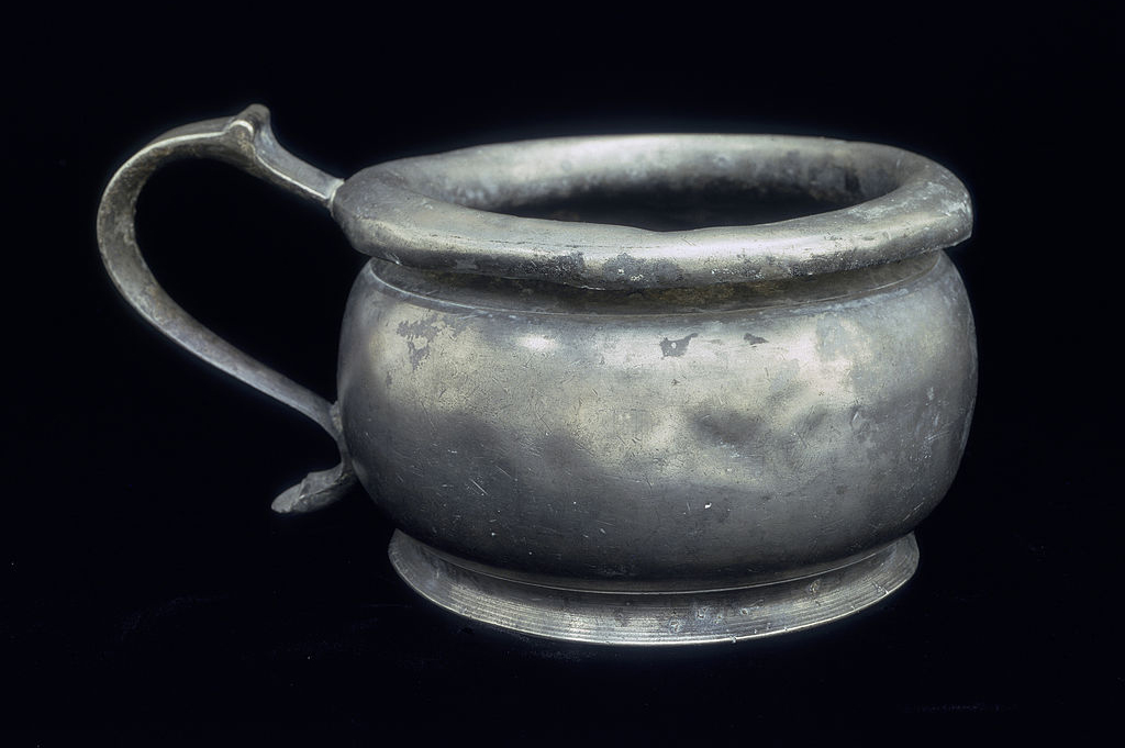 Old chamber pot