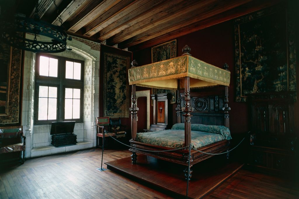 Canopy bed in France