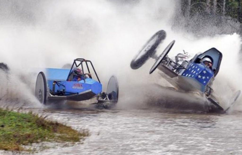 Swamp-Bugging-Racing