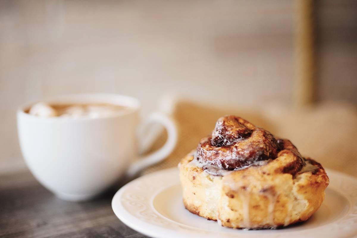 foods-diabetics-avoid-cinnamon-roll