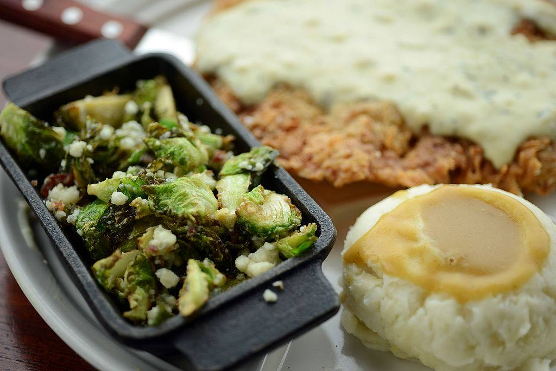 foods-diabetics-avoid-country-fried-steak-450696933