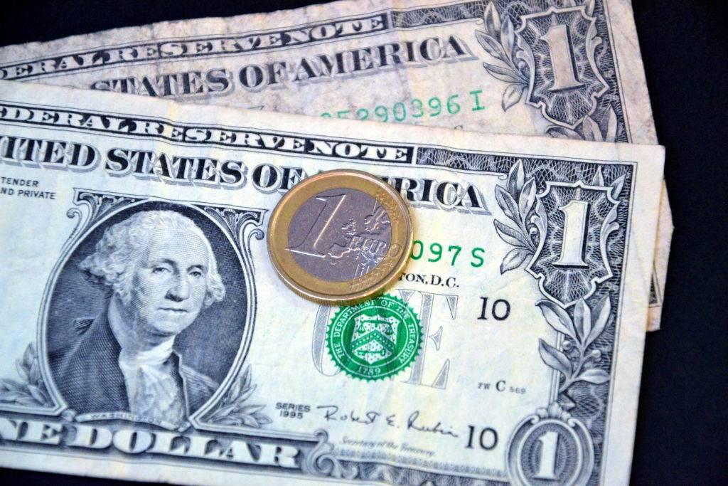 Picture of dollar bills
