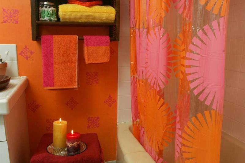 this-bathroom-went-from-functional-to-fun-with-a-mod-take-on-moroccan.-one-gallon-of-benjamin-moore.-21066