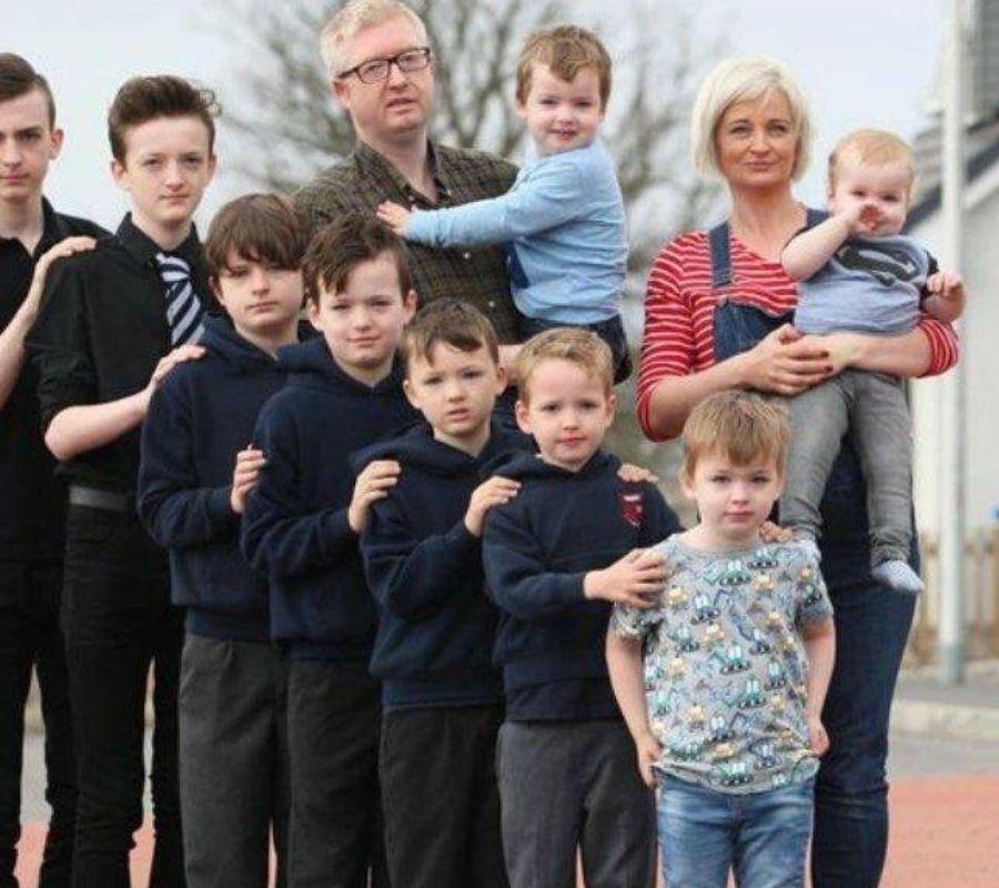 brett family photo from tallest to short
