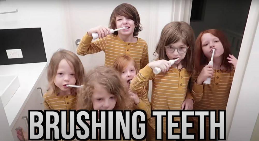 kids brushing teeths